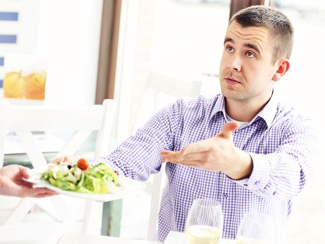 clientes-problematicos-atencion-quejas-en-restaurante